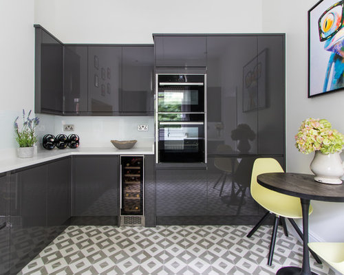 This Is An Example Of A Small Modern L Shaped Kitchen/diner In London
