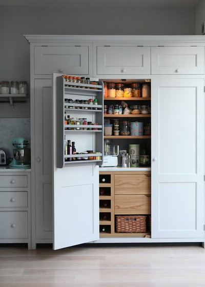 Traditional Kitchen by Higham Furniture