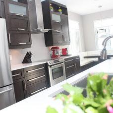Contemporary Kitchen by Renovation Richard Mercier Inc.