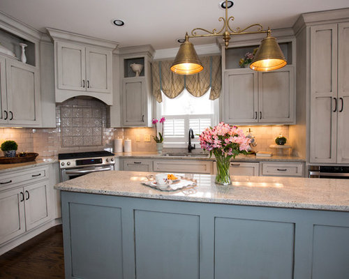 Traditional galley kitchen design ideas remodels photos for Traditional galley kitchen designs