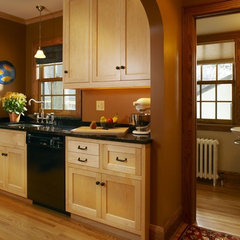 traditional kitchen by KMH design studio