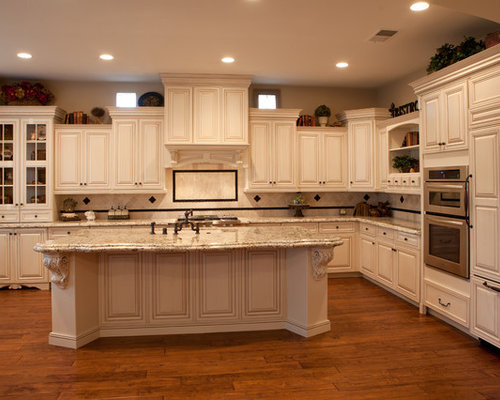 Staggered cabinets ideas pictures remodel and decor for 10 foot ceilings kitchen cabinets