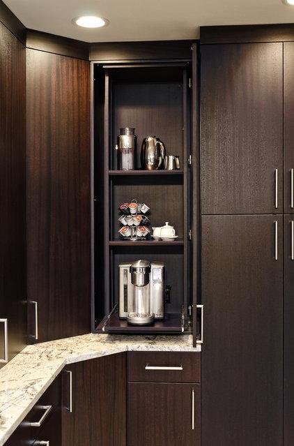 Contemporary Kitchen by Jay Rambo Co.