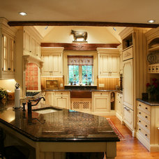 Farmhouse Kitchen by Hankins & Associates, Inc.
