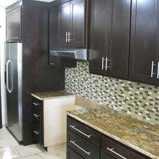 Modern Kitchen by Cedar Creek Cabinets & Millworks