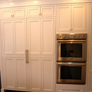 Built-In Double Oven and Pantry