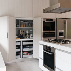 Modern Kitchen by Urban Kitchens
