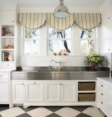 traditional kitchen by RLH Studio