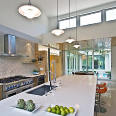 Modern Kitchen by Balfoort Architecture, Inc.