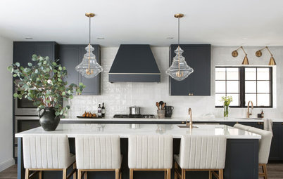 Kitchen of the Week: Black-and-White Elegance in an Open Plan
