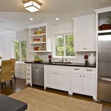 Traditional Kitchen by Lisa Benbow - Garnish Designs
