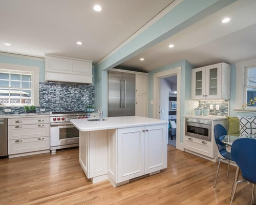 Traditional Eat In Kitchen Ideas   Inspiration For A Timeless Light Wood  Floor Eat