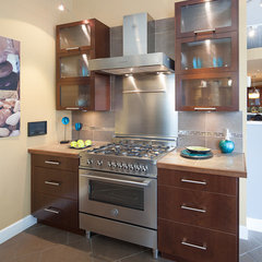 contemporary kitchen by Kitchen Craft Cabinetry Vancouver