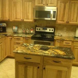 Burns kitchen - Hickory Natural - Orinoco Granite