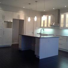 Modern Kitchen by Studio Homes