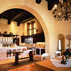Mediterranean Kitchen by Bushman Dreyfus Architects