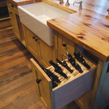 Butcher Block Island With Porcelain Sink and Knive Storage Pull-Out Drawer