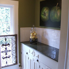 traditional kitchen Butler's Pantry