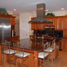 Traditional Kitchen by Terhaar Builders LLC.