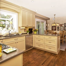 Traditional Kitchen by DDK Kitchen Design Group