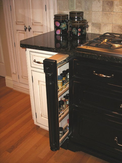 Traditional Kitchen by Sarah Pryor at Mouser Cabinet Trends