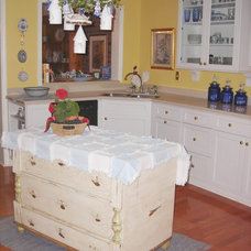 Traditional Kitchen by Sarah Pryor