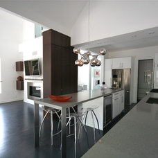 Modern Kitchen by catlin stothers design