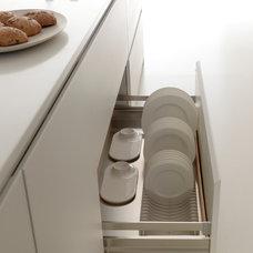 Modern Kitchen by Studio Verticale