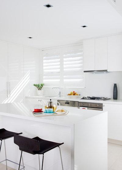 Beach Style Kitchen by Lizard Management & Production Pty Ltd