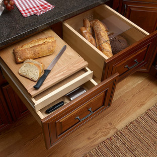 Cabinet Features