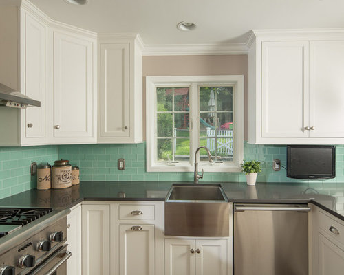 Example Of A Mid Sized Classic U Shaped Enclosed Kitchen Design In New York