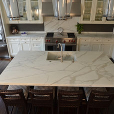 Traditional Kitchen by PIETRA FINA, Inc.