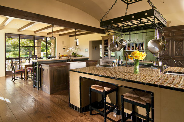 Traditional Kitchen by Bernardo Grijalva Photography