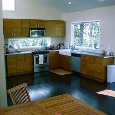 Modern Kitchen by Louisville Modern Homes -  Barry Thomas Builder