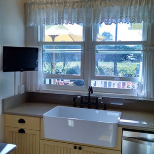 Example of an island style kitchen design in Hawaii