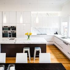Contemporary Kitchen by Urban Kitchens