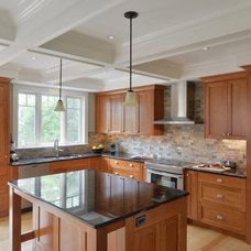 Traditional Kitchen by Chuck Mills Residential Design & Development Inc.