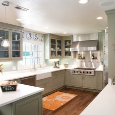 Contemporary Kitchen by Oz Custom Homes
