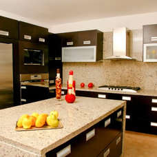 Contemporary Kitchen by Arquitectura Mas