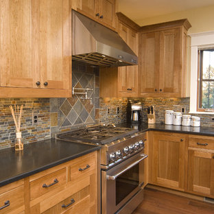 Photo of a traditional kitchen in Seattle with stainless steel appliances, slate splashback and black benchtop.