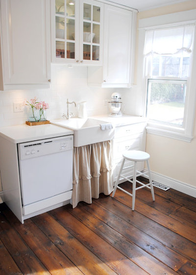 Shabby-chic Style Kitchen Canadian Cottage