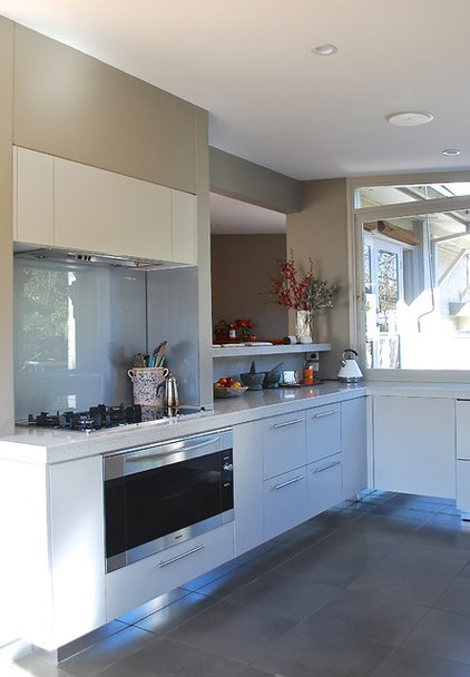 My houzz earthy update of a midcentury family home for Kitchen designs canberra