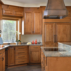 Traditional Kitchen by Candlelight Cabinetry, Inc