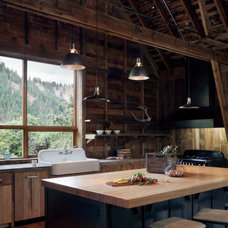 Rustic Kitchen by MW|Works Architecture+Design