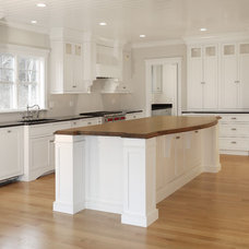 Beach Style Kitchen by Cape & Island Kitchens