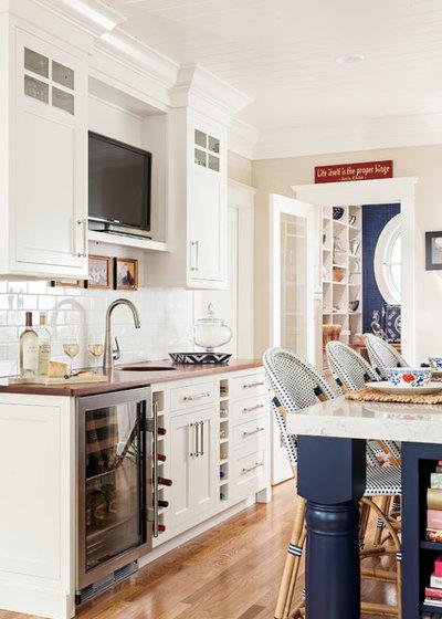 Beach Style Kitchen by Violandi + Warner Interiors