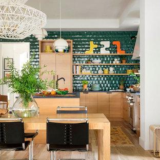 Exempel på ett eklektiskt kök