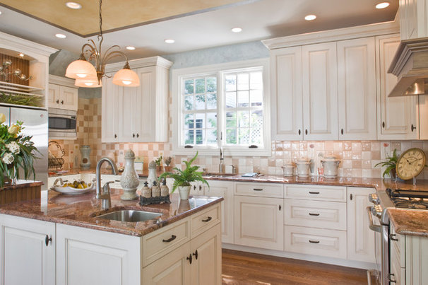 Traditional Kitchen by Holloway Home Improvement Center LLC