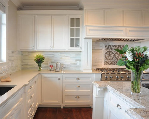 Delightful Inspiration For A Large Transitional U Shaped Medium Tone Wood Floor Eat In  Kitchen