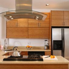 Modern Kitchen by Rhonn McGill, Signature Designs